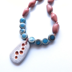 Bubbles beaded pendant necklace
