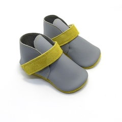 Leather lambswool lined baby shoes. Size 2 (11cm) 6-9 months. FREE SHIPPING