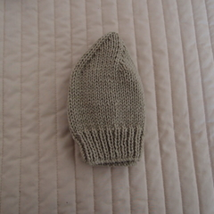 Size 1-3 yrs hand knitted beanie in Camel: washable, affordable