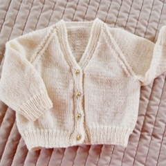 3-9mths - Hand knitted cardigan in light yellow: unisex, washable, OOAK