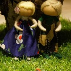 Yarn doll dancing duo