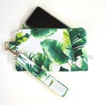 Wristlet in green and white leaf cotton fabric. Lobster clasp and zip closures.