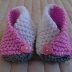 New born- 3mths: Baby booties/slippers in bright pink and white by  CuddleCorner