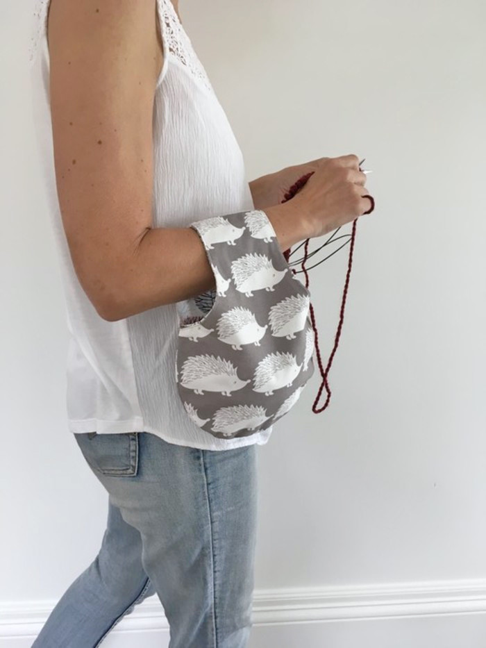 Reversible small project bag for knitting or crocheting (hedgehogs