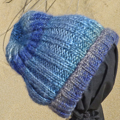 Bulky  unisex beanie,  wool & acrylic, ribbed, soft texture.