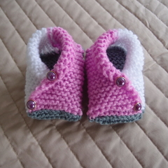 3-6mths: Baby booties/slippers in pink and white by  CuddleCorner