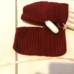 Crocheted fingerless gloves (maroon)