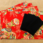 GIFT SET: 4 Placemats  Kimono Fan Red & 4 Luncheon Napkins in Black.