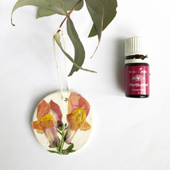 Essential oil diffuser / deodoriser for home and car - clay and pressed flowers