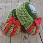 Crochet baby booties, newborn slippers, pregnancy announcement, green and pink