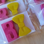 Birthday Age and Bow shaped crayons - Pack of 2 - Party Bag - Emma Wiggle