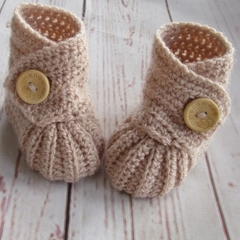 Crochet baby booties, stay on newborn boots, pregnancy announcement, gift, beige