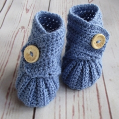 Crochet baby booties, stay on newborn boots, pregnancy announcement, gift, blue