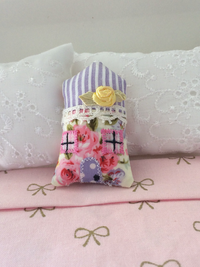 Miniature Decorater House Shaped Pillow Sweet Miniature