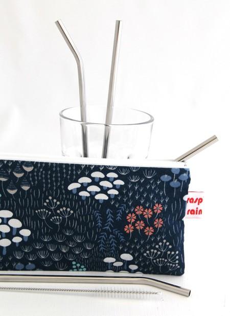 Stainless steel straw zippered bag/toiletries bag/makeup bag.