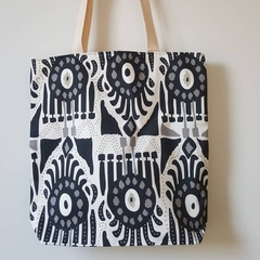 Small boxed lined tote bag