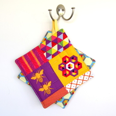 (SECONDS) 2 x Reversible Pot Holders - Bright Honeycomb