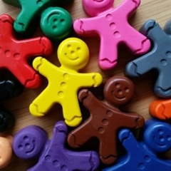 Gingerbread men shaped crayon mini packs | stocking filler | Kris Kringle