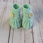Crochet baby booties, stay on newborn boots, pregnancy announcement, gift, green