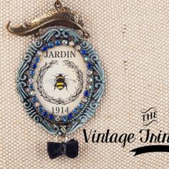 Vintage bee pendant necklace with Swarovski crystal trim