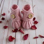 Crochet baby booties, stay on newborn boots, pregnancy announcement, gift, pink