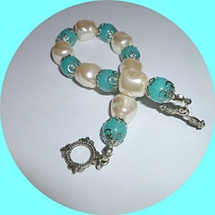 Aquamarine and baroque pearl bracelet.