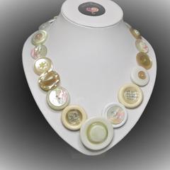 Button necklace - Vanilla Slice