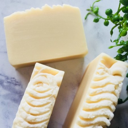 Goatsmilk & Oatmeal Soap with Lavender & Patchouli