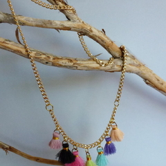 Gold chain, finished with 7 mini tassels.