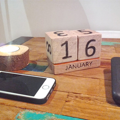 Wood Perpetual Calender Blocks - Décor for offices and home owners.