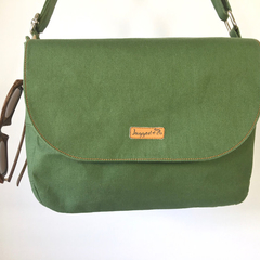Green big shoulder bag made to order. Zip fastening, adjustable strap, pockets.