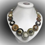 Button necklace - Brown Beauty.