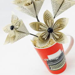 Printed Page Paper Flowers Cup