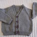 Size 3-4 yrs : hand knitted cardigan; boy, washable