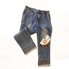 Retro style embroidered trim jeans