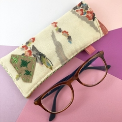 Glasses case, handcrafted kimono fabric sunglasses pouch, Ivory, green and red