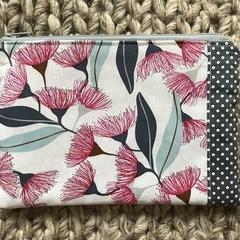 Gum blossom purse