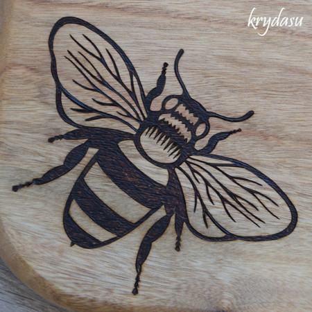 Wood Burnt Bee Camphor Laurel Cutting Board
