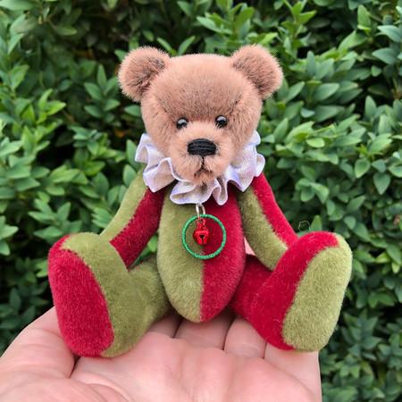 Jingle - a miniature Christmas bear, adult collectible