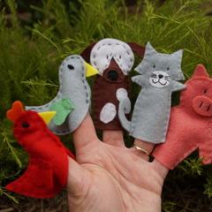 Little Red Hen finger puppets