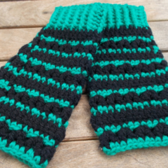 Crocheted fingerless mitts. Black and green in acrylic yarns, size L ON SALE!!