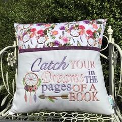 Reading Pocket Cushion