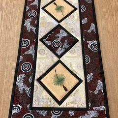 Australiana table runner -'Amicitia'