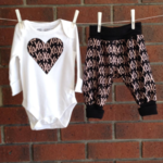 Baby girl, rose gold XO design outfit, CHOOSE SIZE AND BODYSUIT SLEEVE LENGTH