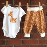Gender neutral giraffe baby outfit, choose size and bodysuit sleeve length