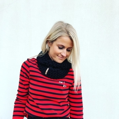 The Red Essy Merino Loop Scarf - black