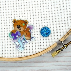 SEW BEARABLE Sewing Bear #3 Resin Magnetic Needle Minder, Needle Nanny, Cross St