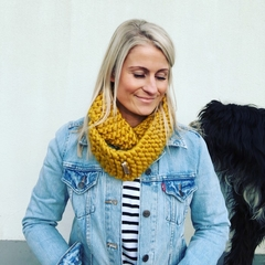 The Red Essy Merino Loop Scarf - MUSTARD