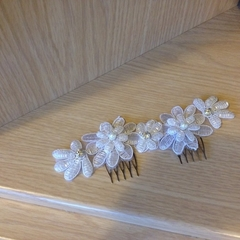 White Beaded Flower Applique Hair Comb