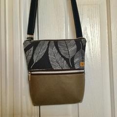 Navy Leaf/Beige Cross Body Bag